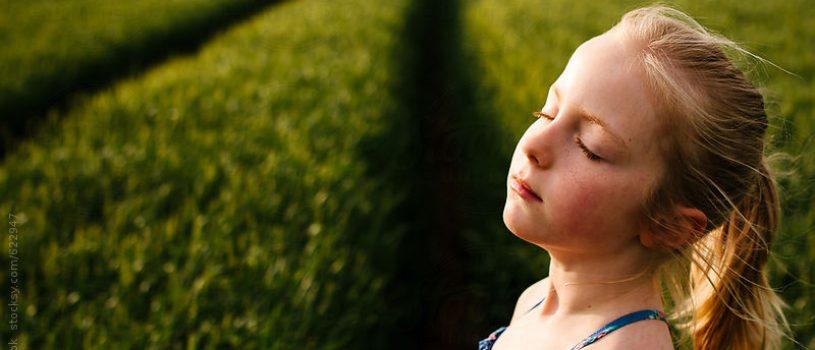 mindfulness - niña respirando