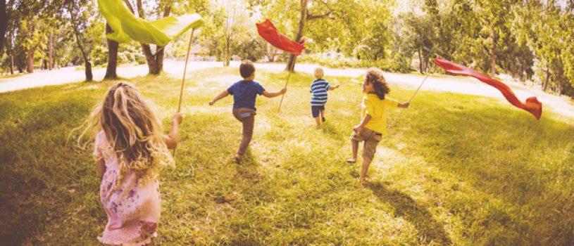 ninos jugando afuera
